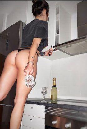 Miranda escort Vip en DF.  Miranda vip, bisexual, vaginal, anal, oral, acepto tarjeta,vamos a disfrutar sin inhibiciones, sin límites, lo que más deseo es que te pierdas en la sensualidad de mis caderas,te garantizo atención vip, manejo servicio vaginal, oral y me fascina el anal, cumplo todas tus fantasias.   Atiendo mujeres solas, hombres, parejas, hago show bisexual, despedidas, orgias, fiestas, tengo amigas,trabajo todos los días de 12 pm a 5 am en cualquier hotel, motel o domicilio ya sea estado de mexico o cdmx.   Para tu comodidad acepto pago en efectivo, tarjeta, dólares, transferencia,llama ahora al 55 26 77 39 36 mandame un whatsapp