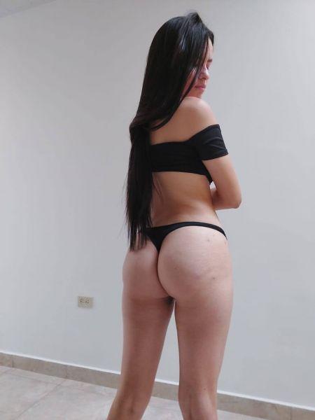 Soy Kosem, hermosa Colombiana para hombres con ganas de pasarla rico. Soy una nena de 23 años, delgada, con buenos senos y nalgas. Mido 1.70 m., soy toda natural. Ven y disfruta de esta michita rosadita y humedad, cómeme como te gusta, te fascinará, apretadita y aguantadora. Si estás interesado en conocerme y vivir una experiencia más allá del sexo, contáctame. Te ofrezco compañía, relación y placer.